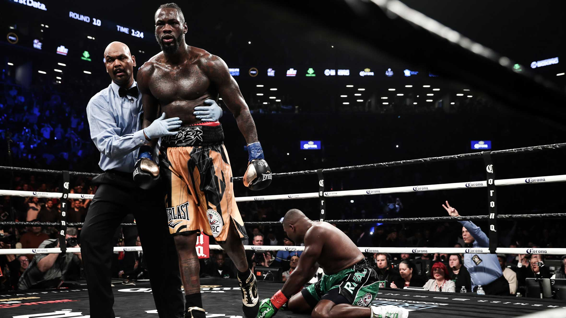 c5cc18972d8e Deontay Wilder puts on a show with an electric 10th-round TKO of Luis Ortiz