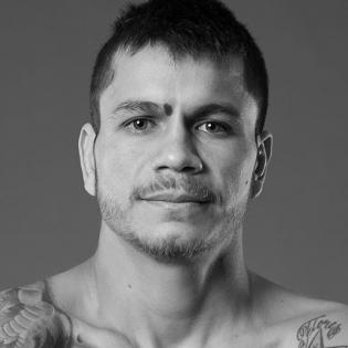 Moises Flores fighter profile